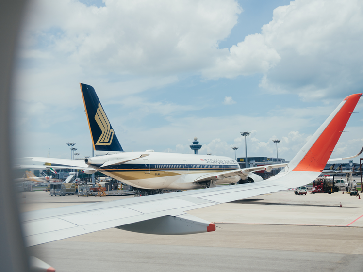 Airlines COVID-19 vaccinated crew Singapore Airlines