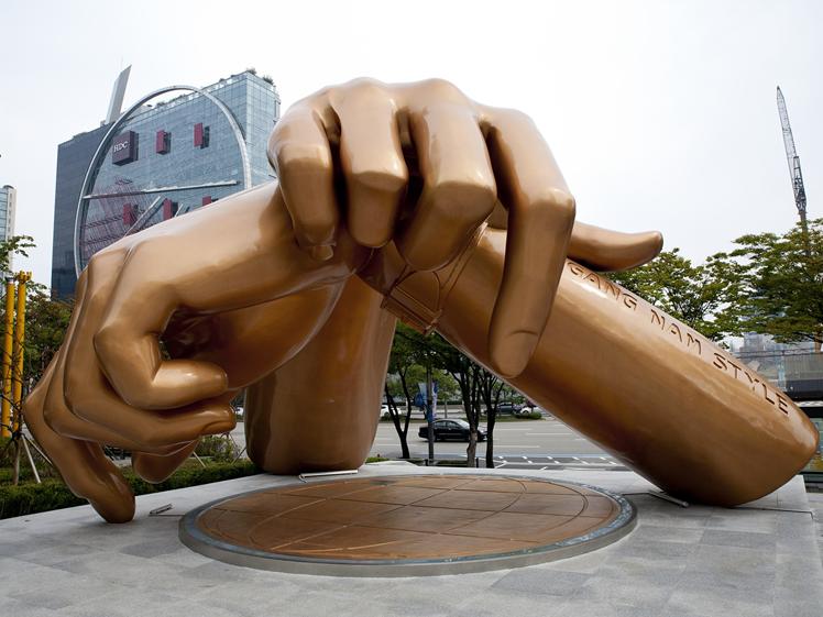 Gouden handen beeld in Gang Nam Seoul