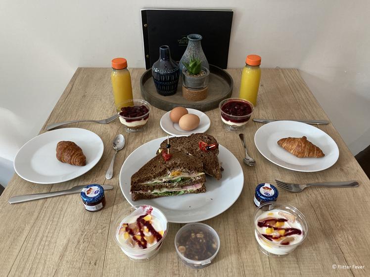 Lekker op de kamer aan tafel ontbijten