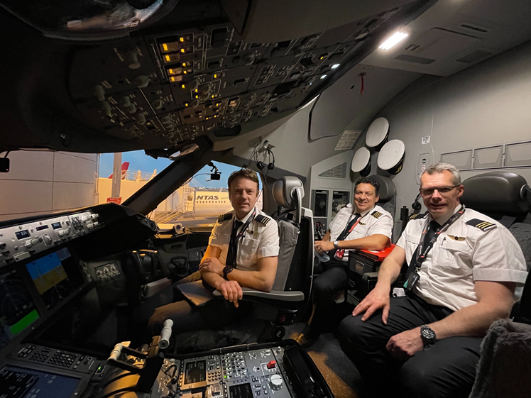 Qantas crew must be vaccinated against COVID-19